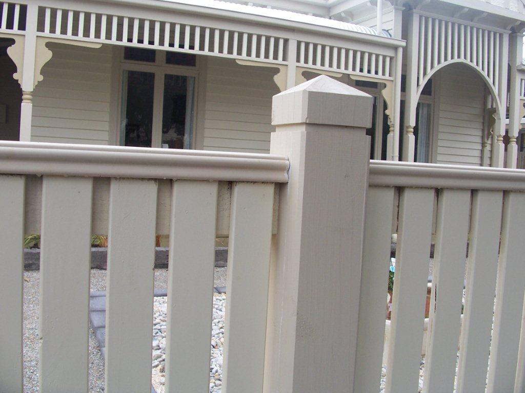 how to build a heritage wire fence
