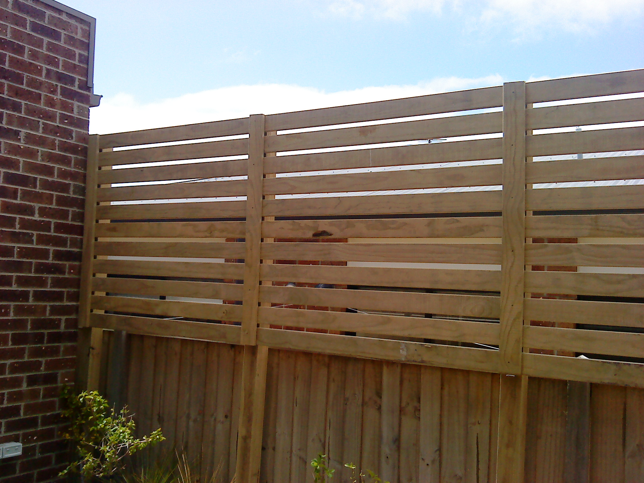 Screen fencing geelong fences lara surfcoast bellarine for Fence screening solutions